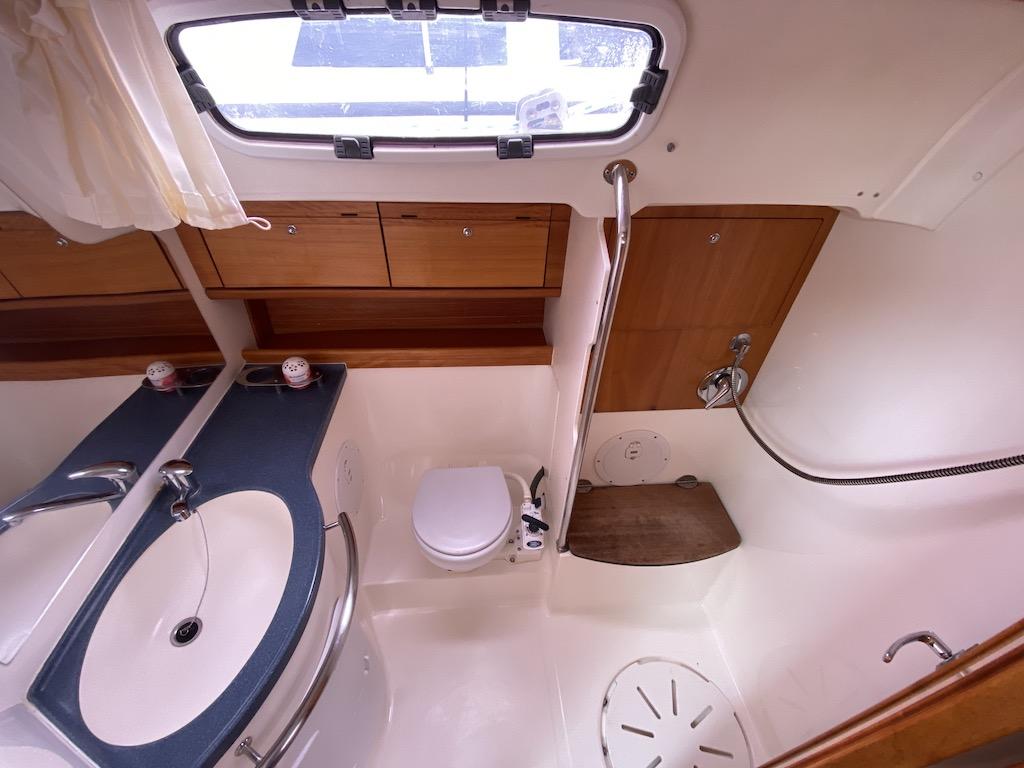 Segelyacht Bavaria 46 Badezimmer