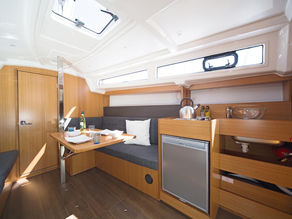Segelboot Bavaria 33 innen
