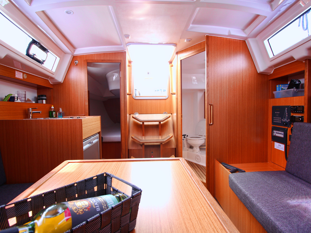Segelboot Bavaria 33 Interieur