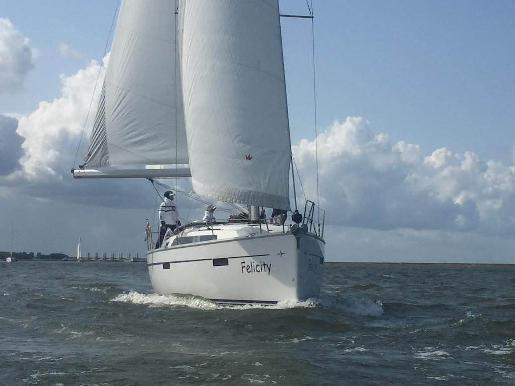 Onbezorgd zeilen bij Brug Jachtverhuur IJsselmeer