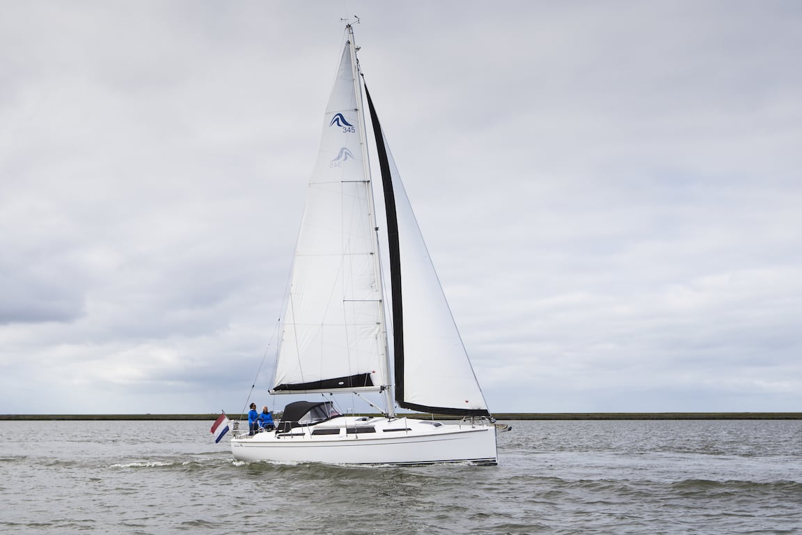 Segelyacht Hanse 345 steuerbord
