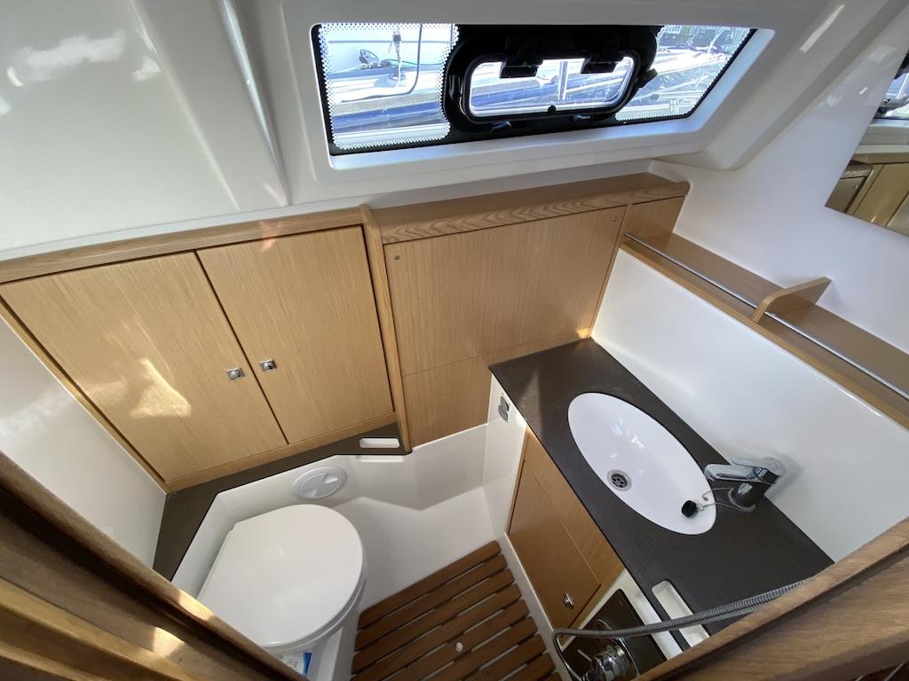 Segelyacht Bavaria 37 badezimmer