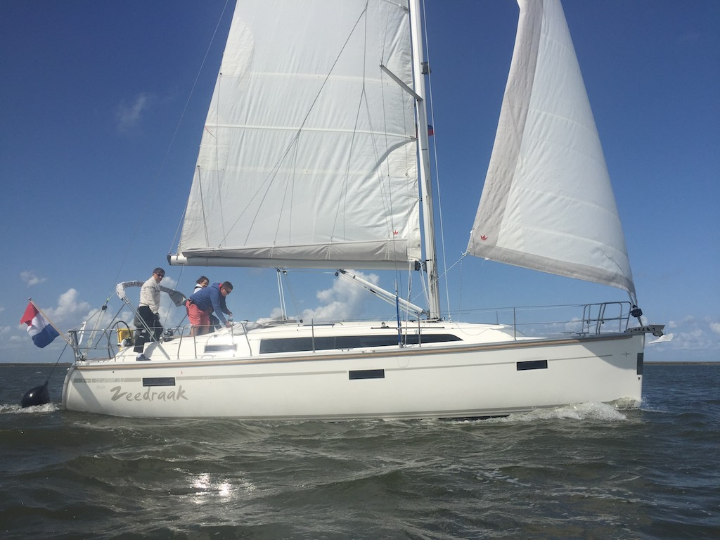 Zeedraak Bavaria 37 segeln