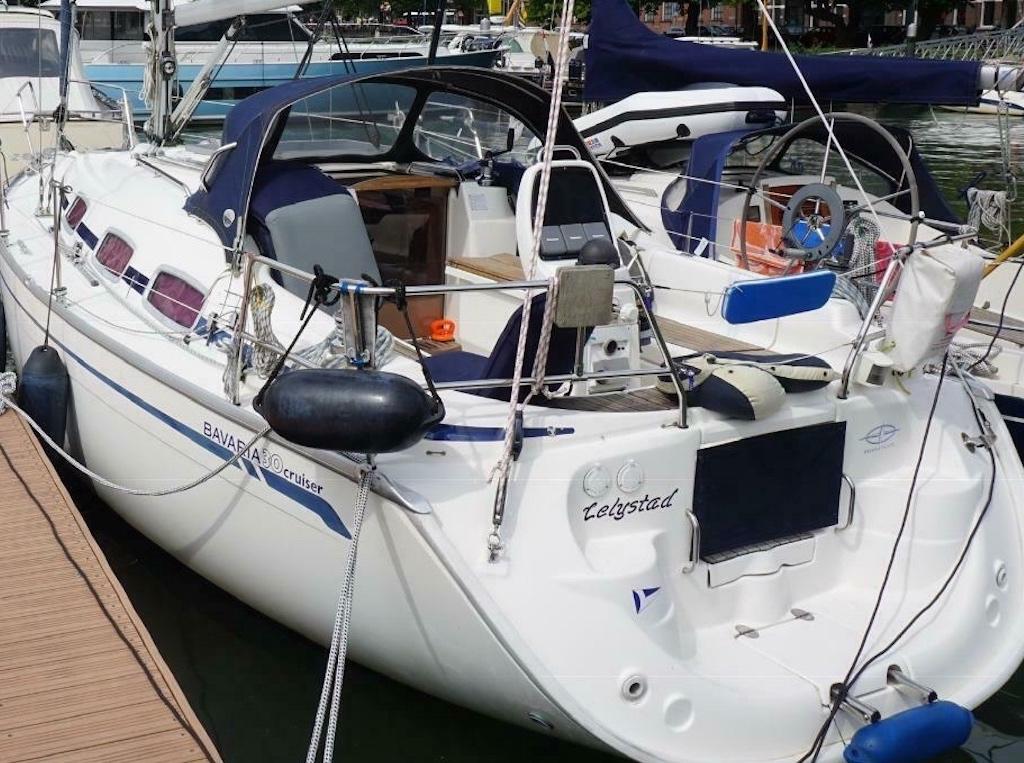 Segelboot Bavaria 30 in hafen