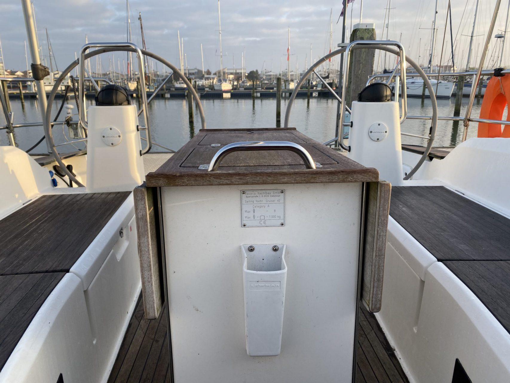Segelyacht Bavaria 40 cockpit